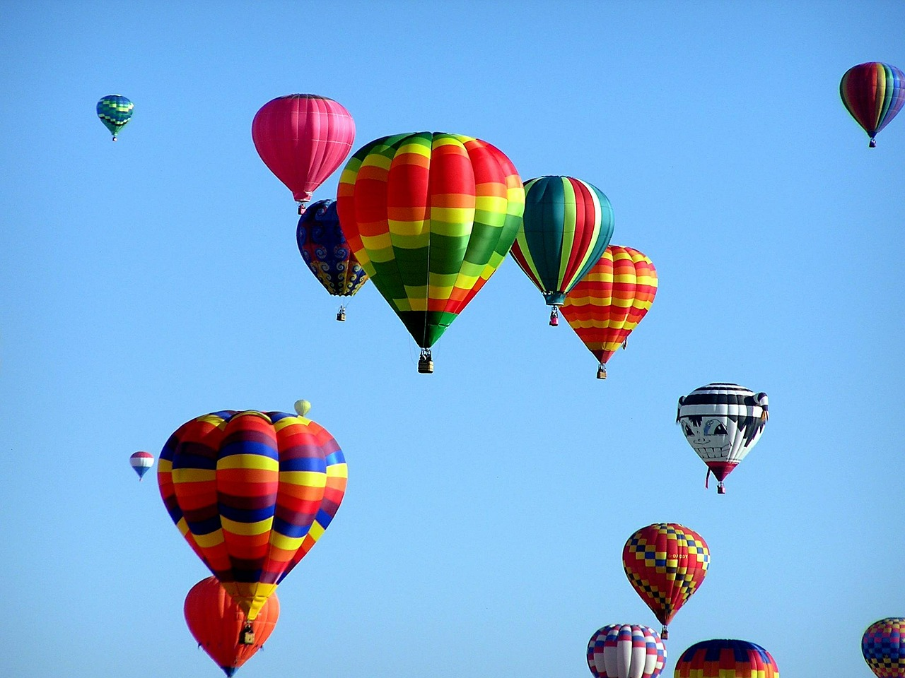 hot-air-balloons-439331_1280