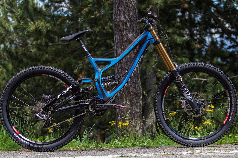 Aaron Gwin's Prototype 2014 Specialized Demo DH Race Bike - Andorra World Cup. Image credit: http://www.pinkbike.com/